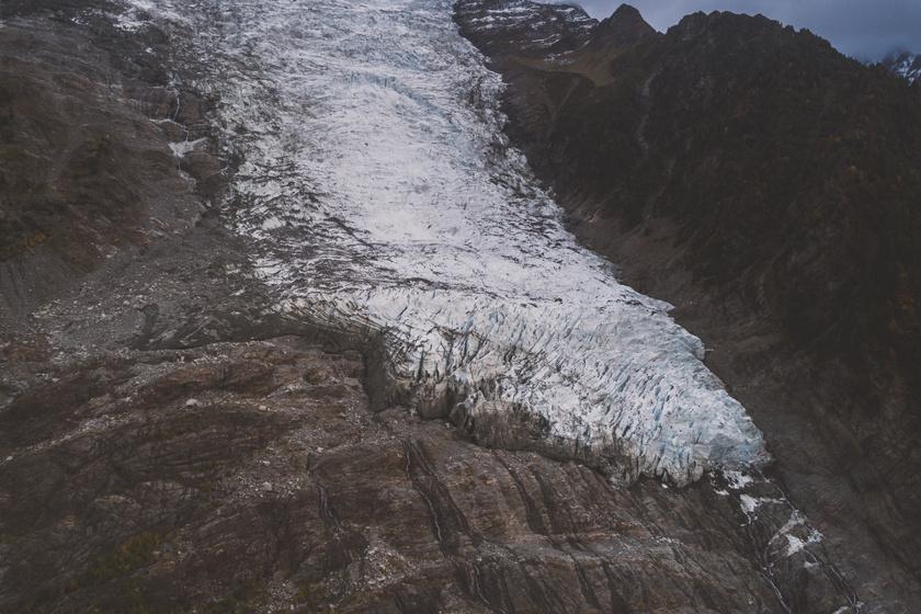 Rejtett kincset fedett fel az olvadó gleccser: egy 1966-ban lezuhant repülőről származik