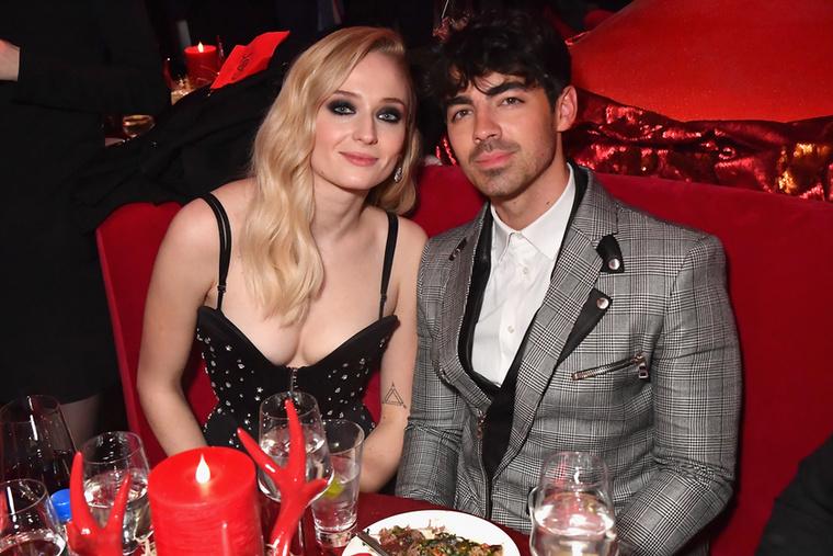 Sophie Turnerről februárban derült ki, hogy első gyerekét várja férjétől, Joe Jonastól