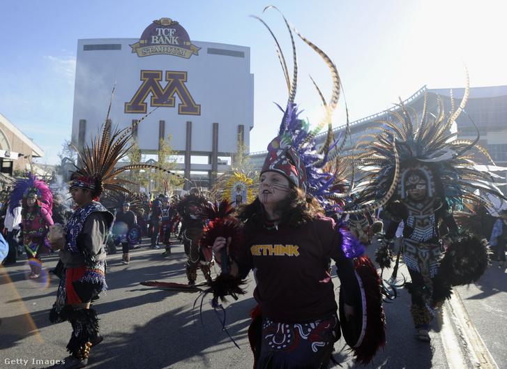 Szurkolók tiltakoznak a Washington Redskins neve ellen 2014-ben, Minnesotában