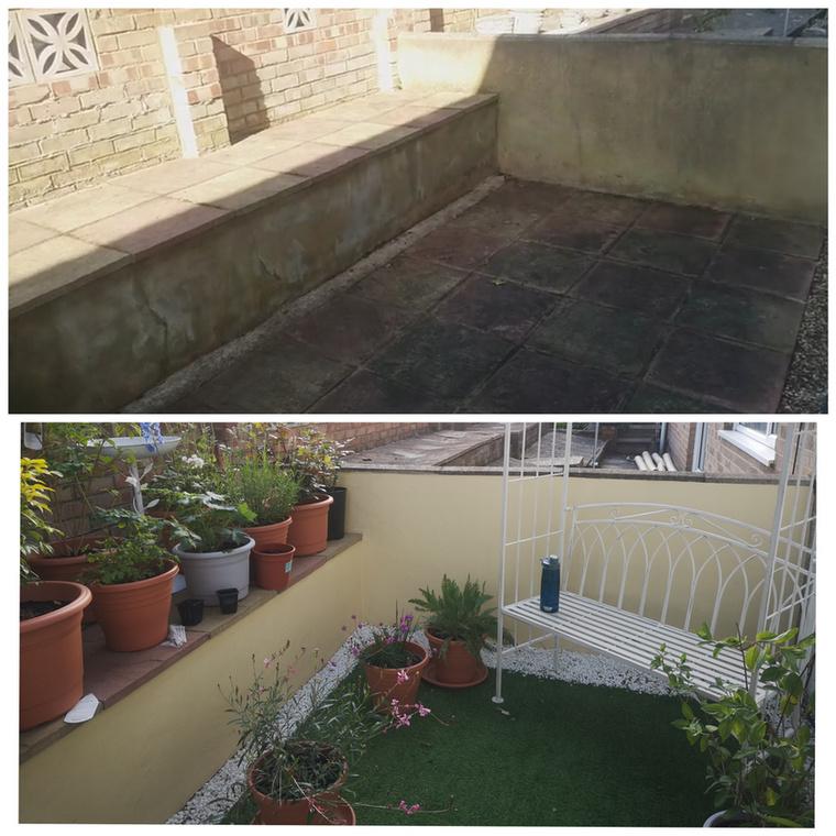 Egészen apró helyekből is lehet kellemes kerthelyiségeket kialakítani, ráadásul a kép tanúbizonysága szerint ezt műfűvel is meg lehet oldani.