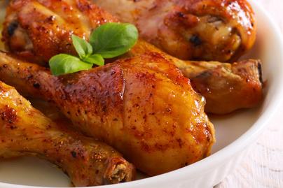 Szuper alaprecept a legfinomabb sült csirkecombhoz – A fűszerezésen múlik minden