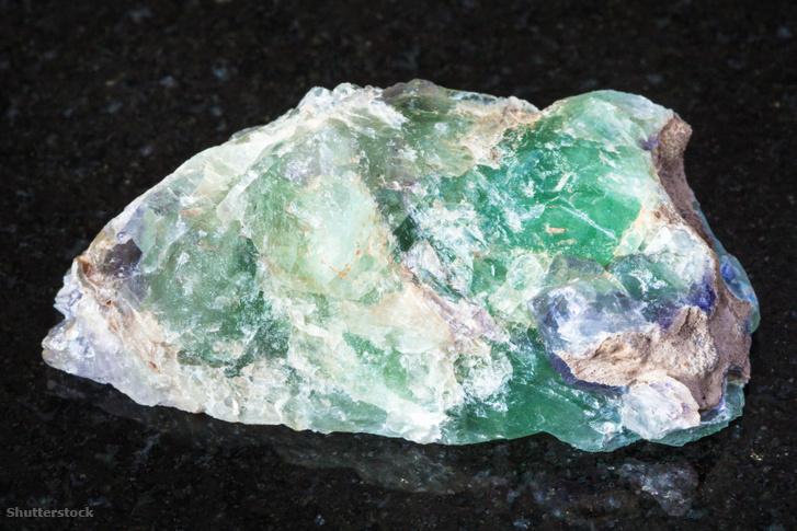 Természetes alexandrit ásvány az Ural hegységből