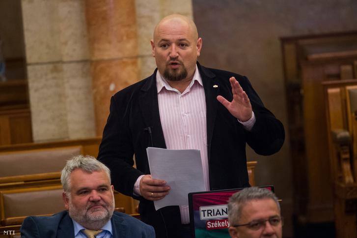 Ander Balázs a Jobbik parlamenti képviselője az Országgyűlés plenáris ülésén 2020. június 3-án.