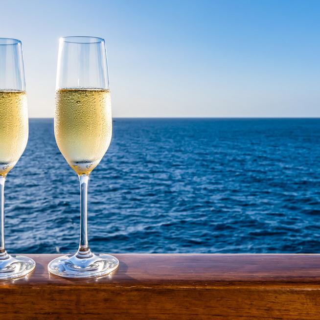 A pezsgő nem csak az ünnepek itala - Mi a különbség közte és a habzóbor között?
