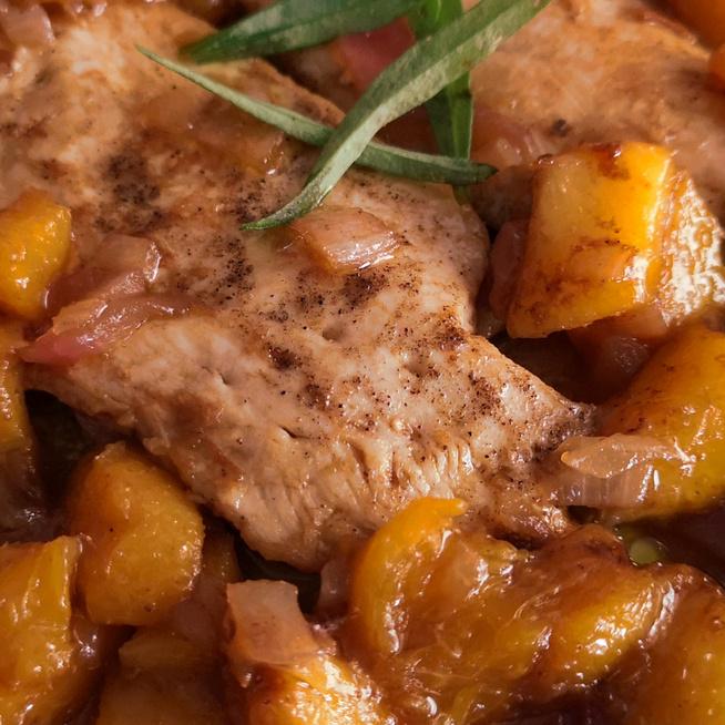Omlós csirkemell őszibarackkal sütve – Könnyű és egészséges nyári fogás