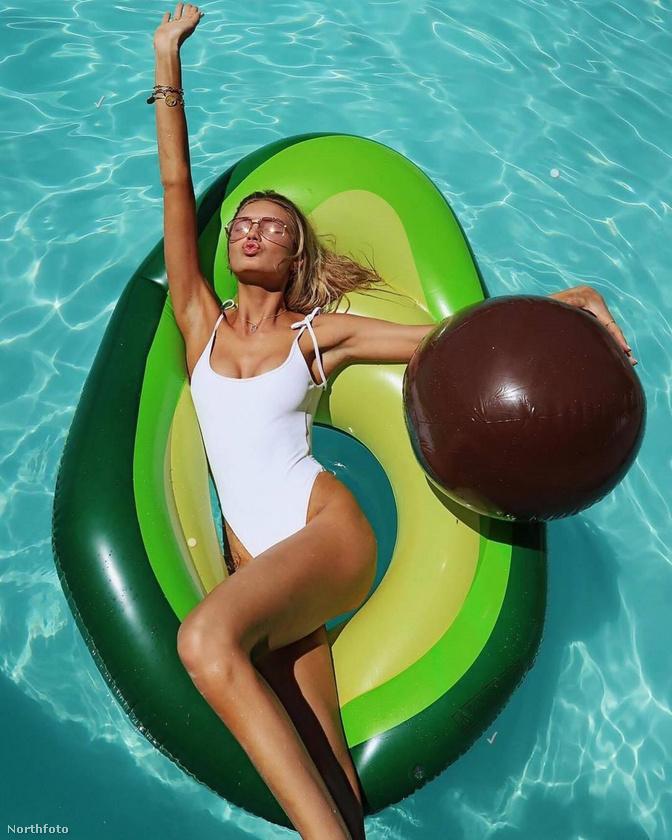 A 24 éves holland modell, Romee Strijd is terhes, az ő hasa is gömbölyödik már, de pár hete, amikor ezt a kivételesen szimpatikus képet lőtte magáról, ezt még senki nem mondta volna meg róla