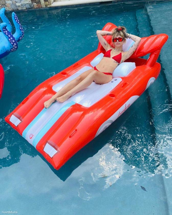 Na és akkor most következzék a leglelkesebben napfürdőző celebünk, Miley Cyrus