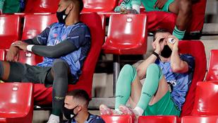Gareth Bale vécépapír-gurigán keresztül kémlelte a Real játékát