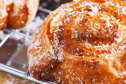 Villámgyors, ropogós kókuszos csiga – Leveles tésztából, maradék tojásfehérjéből készül