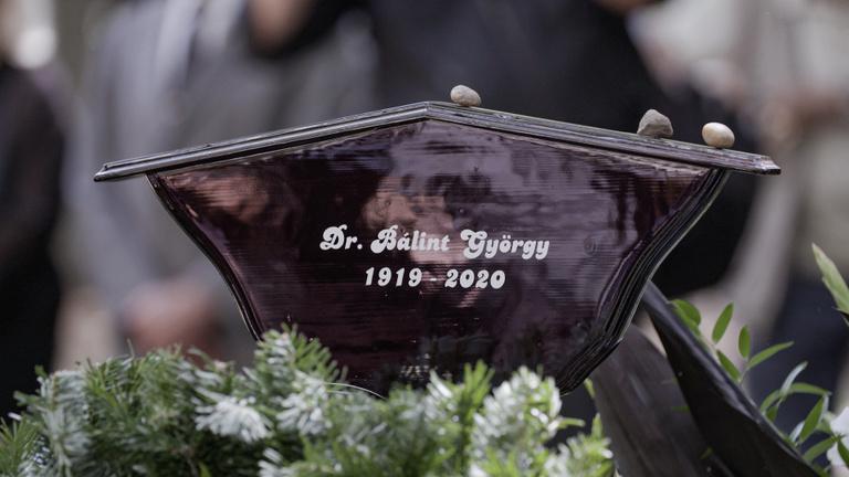 Eltemették az ország kedvenc kertészét, Bálint gazdát