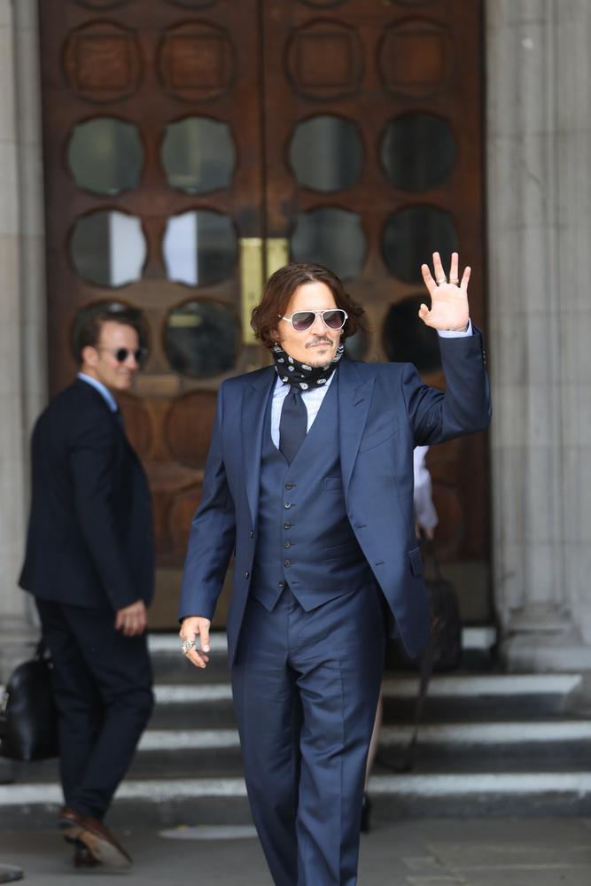 Akárhogyan is végződött a szóban forgó tárgyalás, Deppnek nem csak a bent történtek miatt lehetett oka örömködni.
