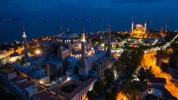 Eltüntetik a keresztény jelképeket a mecsetté alakított Hagia Szophiában