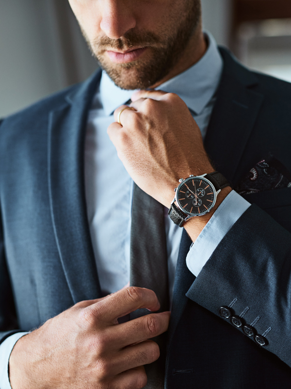 Mire utal, ha igazgatja a nyakkendőjét, a gallérját vagy a pólója nyakát?