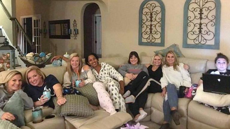 Egyetlen fekete volt az anyák pizsamás buliján, holtan találták reggel