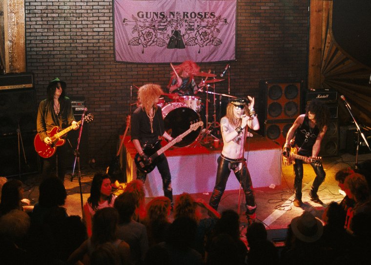 A nyári toplistákon 1982-ben dőlt meg egy rekord, méghozzá a Guns n' Roses' Use Your Illusion című számával, ami közel 9 percével a valaha volt leghosszabb dal volt, ami bekerült az aktuálisan leghallgatottabbak közé.
