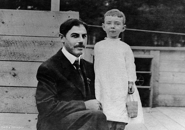 Oppenheimer gyermekként édesapjával egy dátumozatlan fotón
