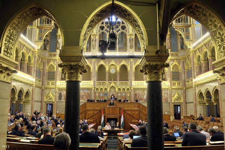 Kövér László kijelentette, hogy az Országgyűlés nem fog az Európai Unió helyreállítási csomagjához kötött semmilyen politikai feltételt elfogadni 2020. július 14-én