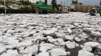 Örményországban jégtáblák úszkáltak az utcákon egy brutális vihar miatt