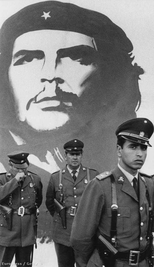 Che Guevara kultusza Chilében is erős volt. A forradalmár arcképe Salvador Allende 1972-es kormányzása idején került a falra Santiagóban.