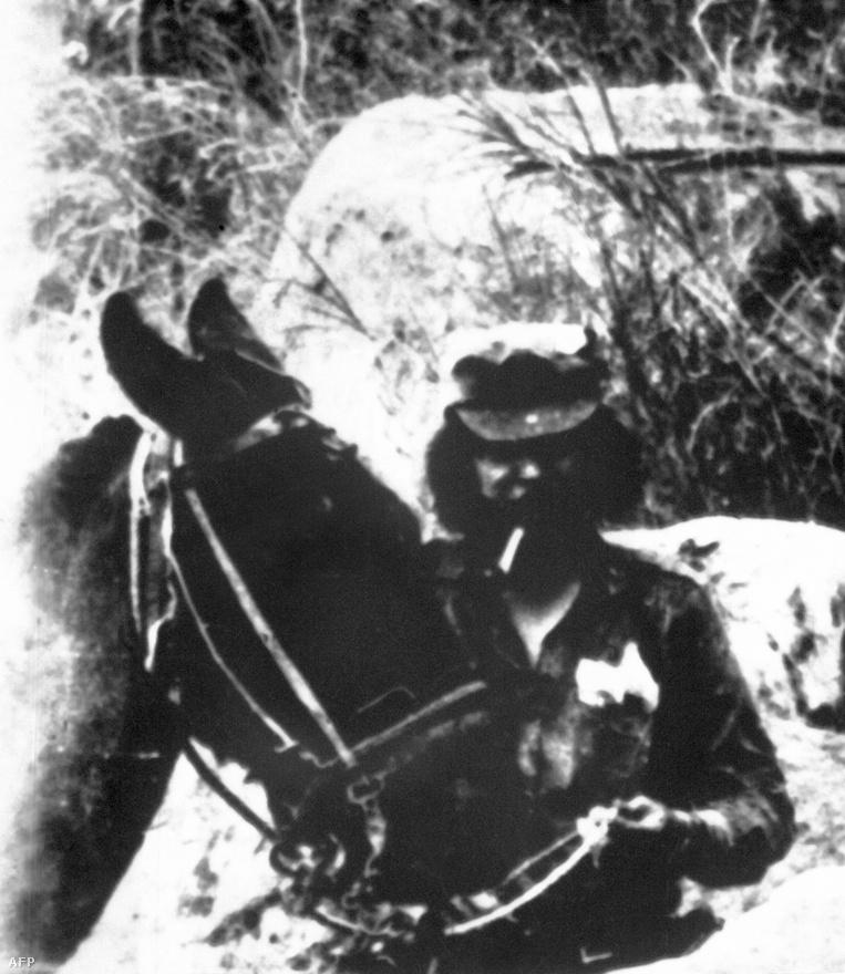 A felvétel 1967-ben készült, közel a bolíviai Nancahuazuhoz. Guevara ekkor már Bolíviában volt, hogy Latin-Amerikában is megszervezze a kommunista világforradalmat.