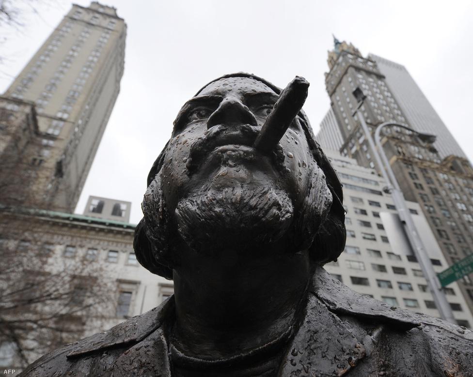 Che Guevara szobra a New York-i Central Parkban található Doric C. Freedman Plazában. A szobrot Christian Jankowski készítette.