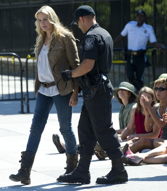 Tavaly így vitték el a színésznőt a rendőrök