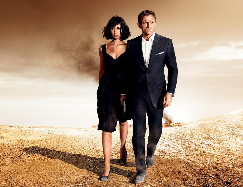 A 2007-es Hitman kurvás főszerepe után minden Bond-rajongó biztos volt benne, hogy a Glamour, az Elle és a Vogue címlapján domborító ukrán bugyimodell, Olga Kurylenko kapja meg a 400 jelentkezőből a Kvantum csendje női főszerepét. Ő is tipikus női karakter: a Bond-filmek főgonoszának szeretője, aki a 007-esel való találkozás után rájön, a rossz oldalon állt. Viszont ő az egyetlen olyan nő a Bond-kánonban, akit a 007-es megcsókol ugyan, de utána elmarad a kötelező szexjelenet.