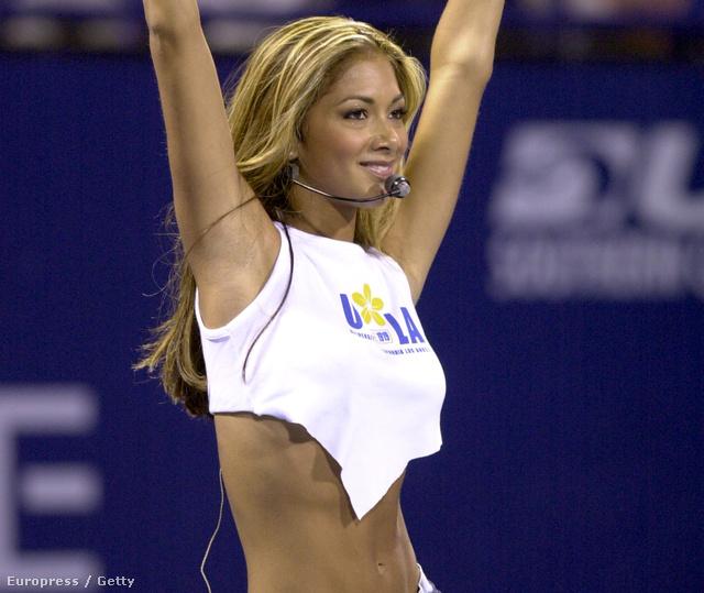 Nicole Scherzinger 2001-ben, vékony, mint a nádszál