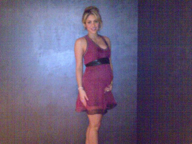Egyre jobban gömbölyödik Shakira terheshasa