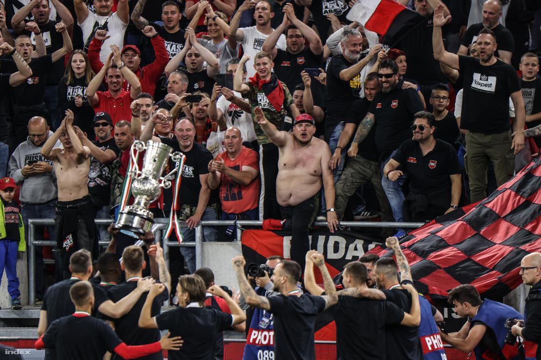 Szurkolók a Honvéd–Mezőkövesd meccsen 2020. június 3-án
