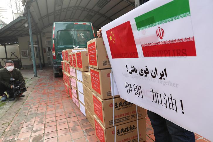 Kínai gyógyszergyártók járványellenes gyógyszert adományoztak Iránnak az új koronavírus-járvány elleni küzdelemben 2020. mácius 8-án