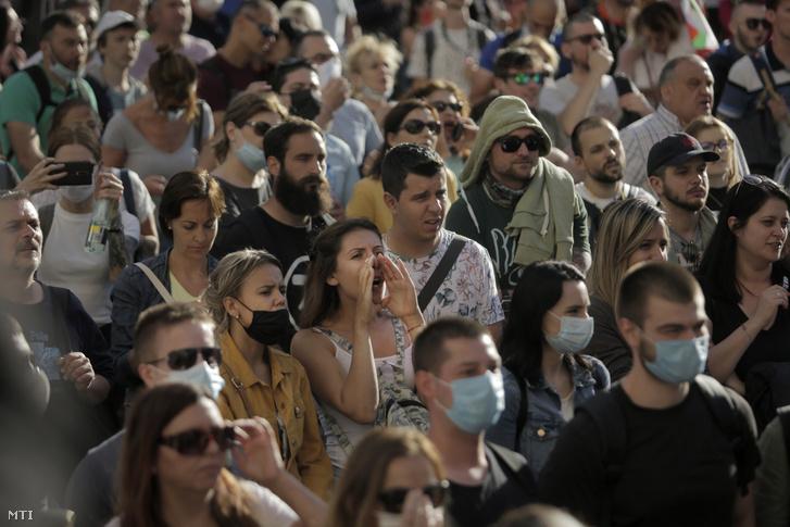 Kormányellenes tüntetők Szófia belvárosában 2020. július 13-án.