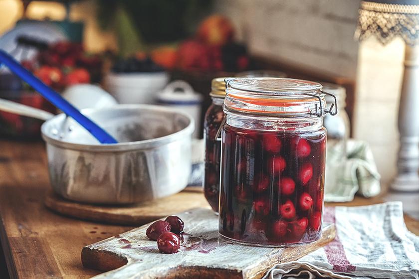 A zamatos cseresznyekompót narancs és menta hozzáadásától lesz különleges ízvilágú.