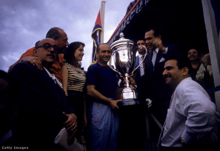 Juan Manuel Fangio az 1957-es Kubai Nagydíjon.