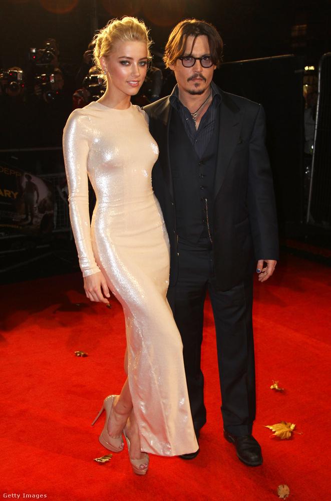 Persze nem volt olyan nehéz ráhibázni Amber Heardre, tekintettel arra, hogy az akkor 23 éves színésznő 2009-ben ismerkedett meg Johnny Deppel, mert együtt szerepeltek a Rumnapló című filmben