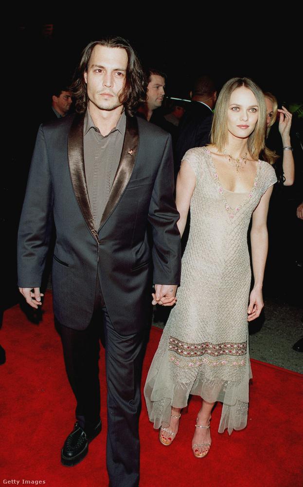 Ugyanabban az évben, amikor a modellel szakított, Johnny Depp összejött Vanessa Paradis francia énekes-színésznővel a Kilencedik kapu forgatásán