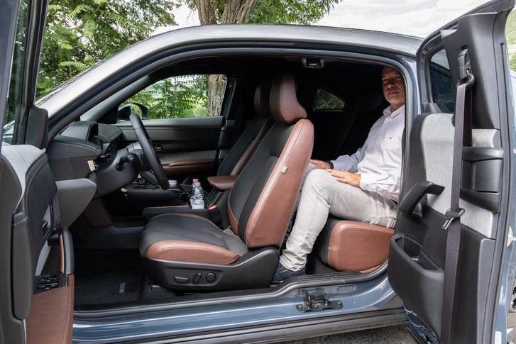 Egységnyi Papptibi (173 cm) mögött így fér el egy Autósámán