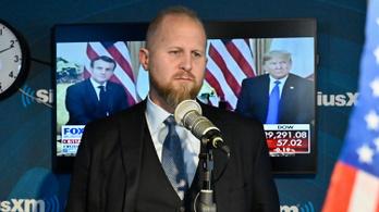 Trump nagyon lemaradt Biden mögött, le is cserélte a kampányfőnökét