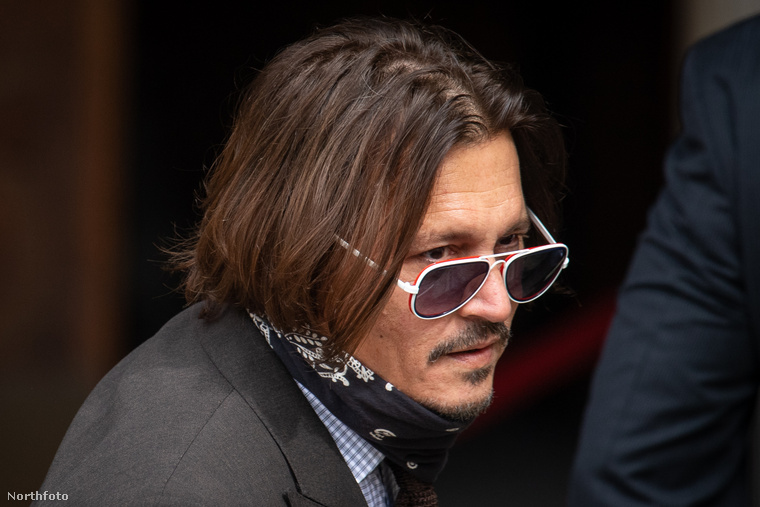 Johnny Deppnek pechje van, hogy jelenleg semmi érdekes nem történik a világban az ő legutóbbi házásságának legszaftosabb részeit kitárgyaló peren (és az apokalipszisen) kívül, így hatalmas figyelem irányul mostanában az 57 éves színész magánéletére