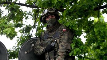 Egy lengyel katonai kontingens csaknem 100 tagja lett koronavírusos