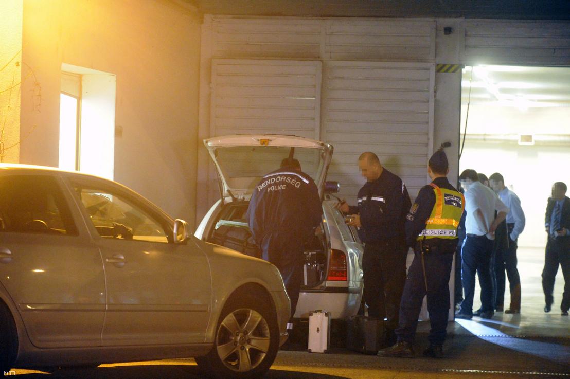 Az Országos Mentőszolgálat budai mentőállomása ahova rendőrök vitték Welsz Tamást miután a Simon-üggyel összefüggésbe hozott vállalkozó rosszul lett miközben a Központi Nyomozó Főügyészségre vitték 2014. március 20-án.