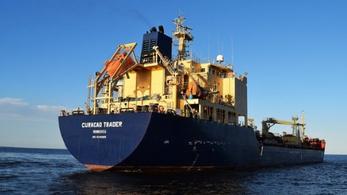 Túszul ejtették a kalózok egy tankhajó legénységét