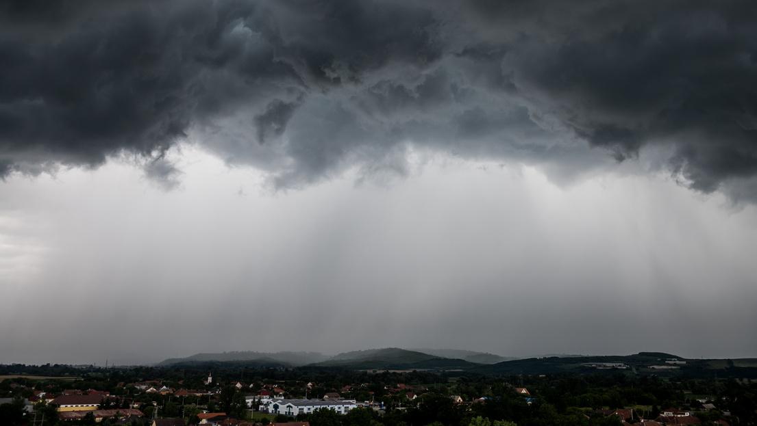 Durva esők jönnek, napsütésre csak minimális esély van a jövő héten