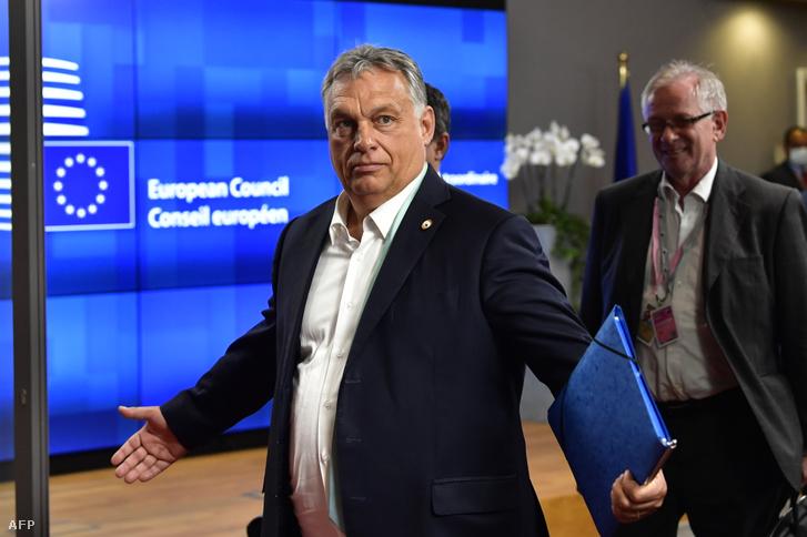 Orbán Viktor az Európai Unió csúcstalálkozójának második ülésnapján Brüsszelben 2020. július 18-án.