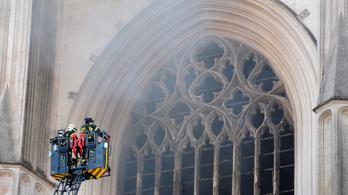 Előállítottak egy férfit a nantes-i katedrálisban keletkezett tűzzel kapcsolatban