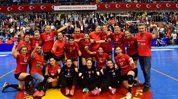 Nem sikerült megbundáznia a kupameccset a török kéziszövetség emberének