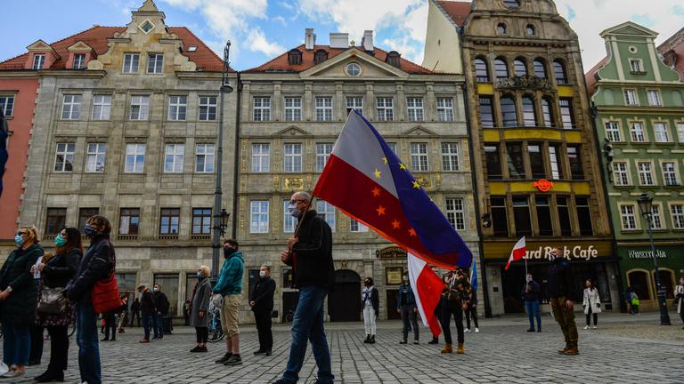 Teljesen átalakul a lengyel a kormány