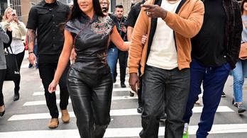 Családi titkot árult el és sírva fakadt Kanye West a kampánynyitóján