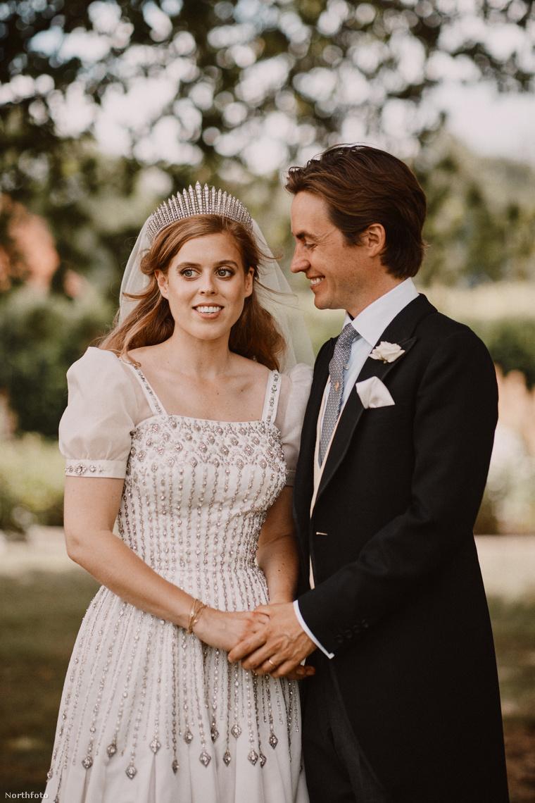 Hivatalos esküvői fotósorozat Beatrix hercegnőről és Edoardo Mapelli Mozziról.