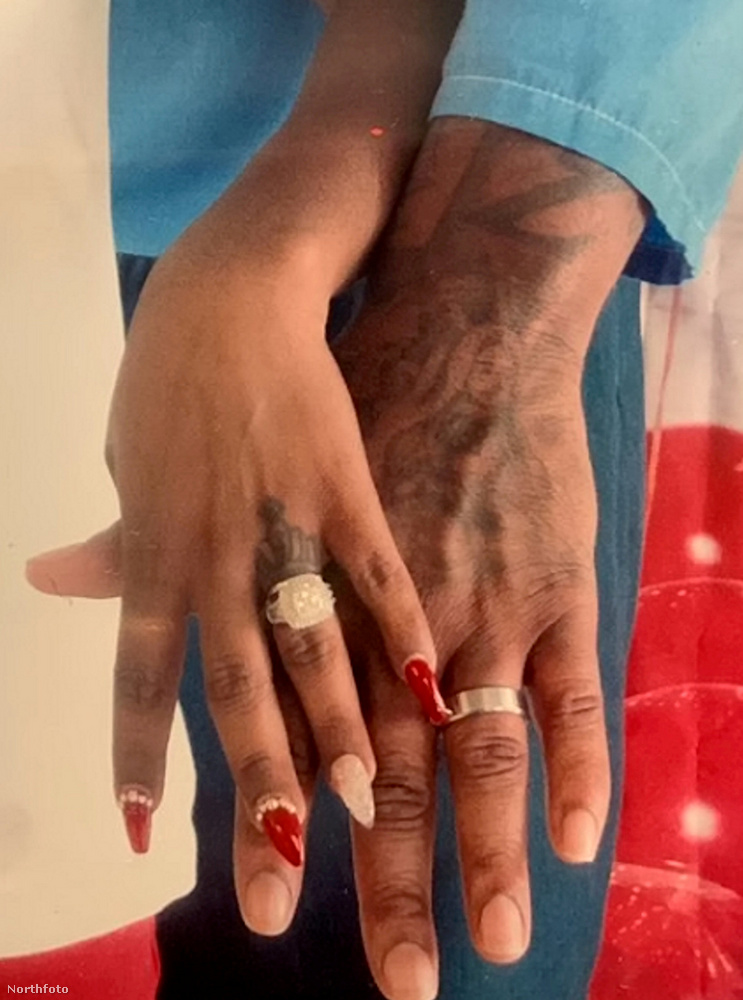 És íme a gyűrűk.